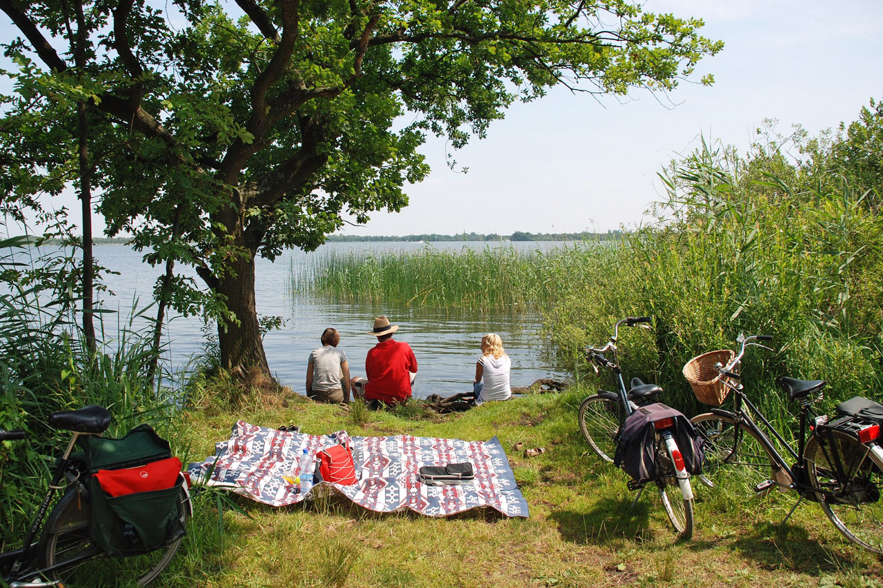Eco-friendly holidays with bicycles, picnics and good friends