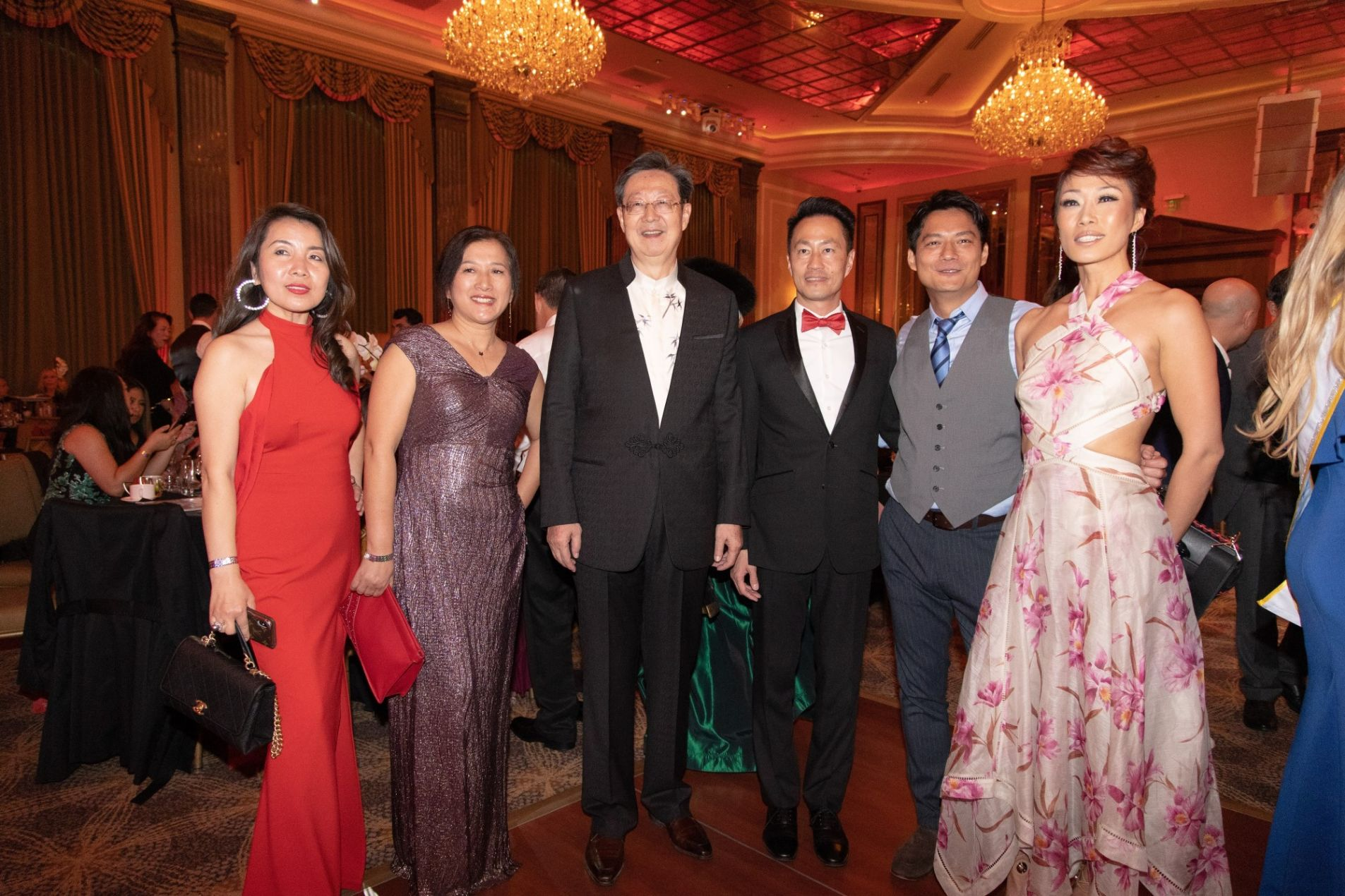 Robert Sun, President of American-Chinese CEO Society, and international guests